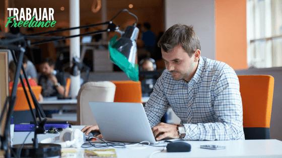 Cómo Trabajar Desde Casa Teniendo un Empleo de Tiempo Completo