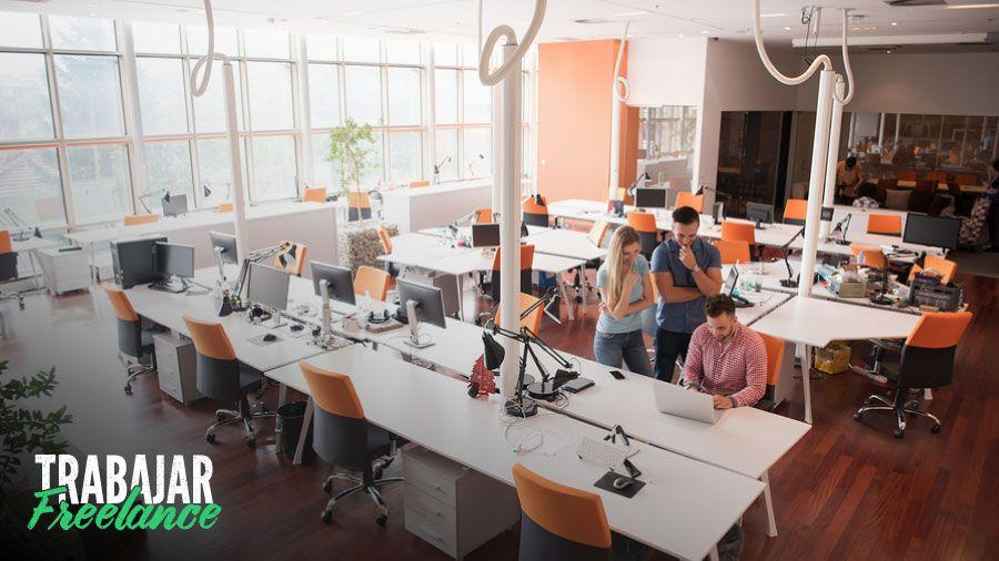 freelancers trabajando en un espacio de coworking en zona norte